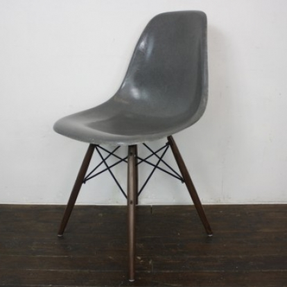 eames herman miller dsw side chairs in light greige. Black Bedroom Furniture Sets. Home Design Ideas