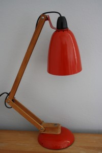 Vintage Maclamp in red with wooden arm (black bulbholder)