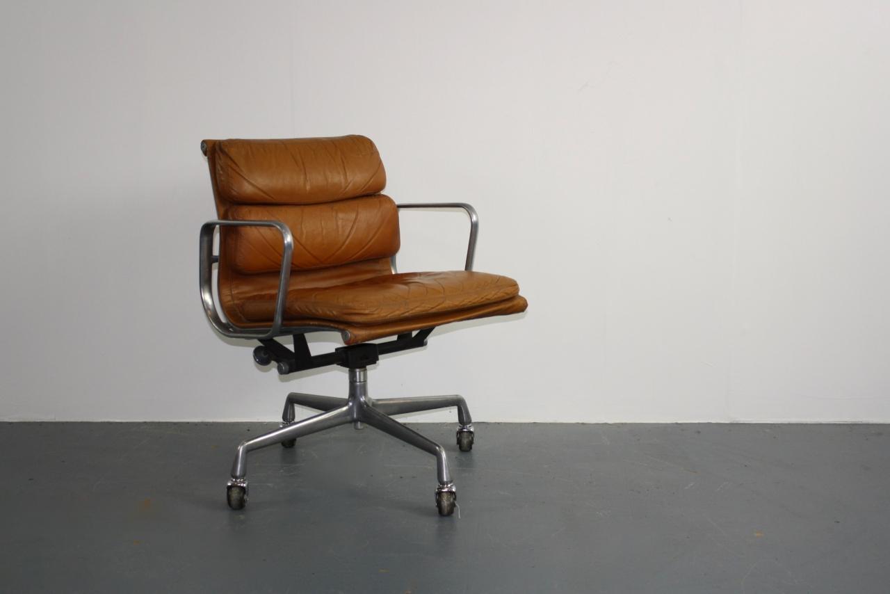 eames chair wallpaper - photo #43