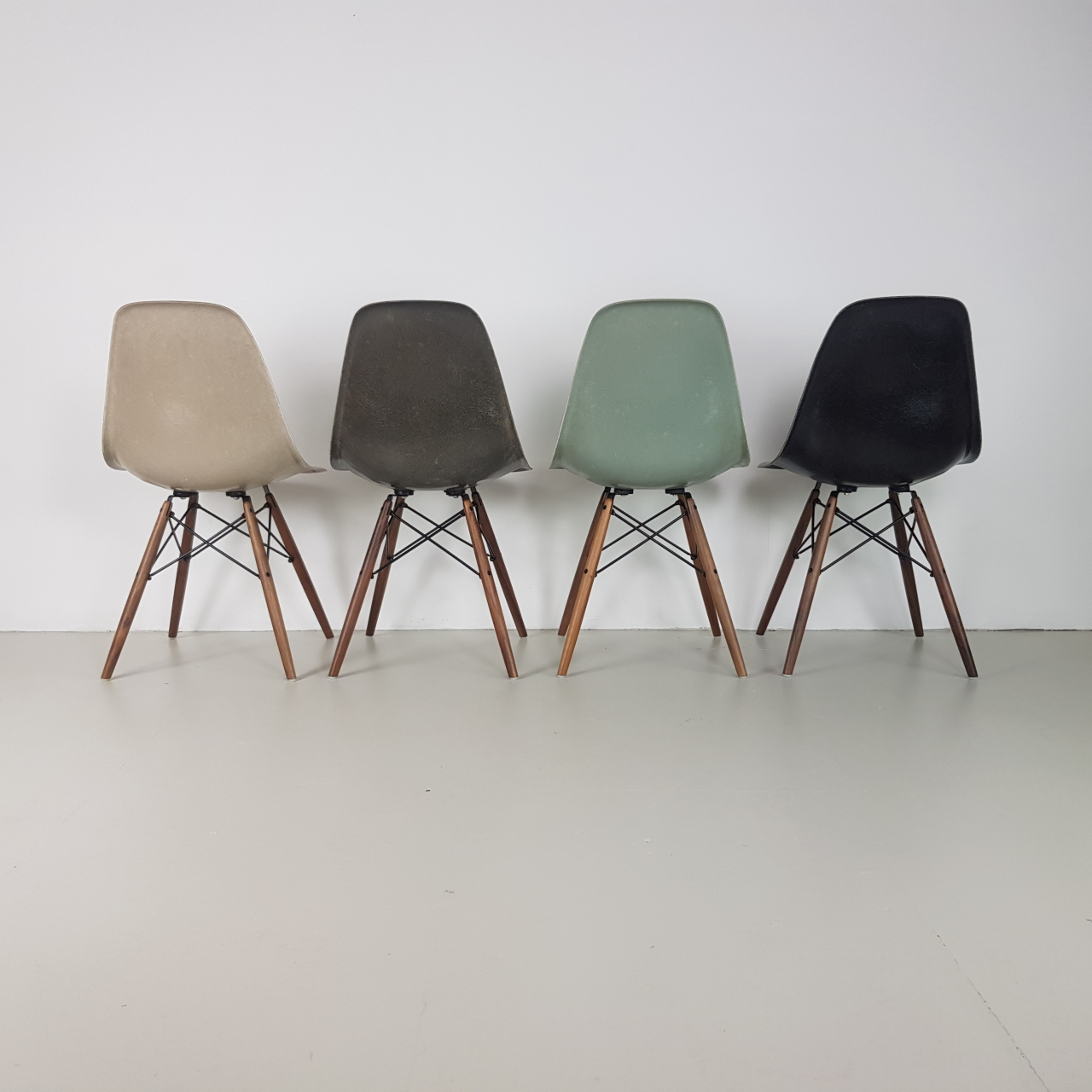 Eames Herman Miller Dsw Side Chairs In Light Greige