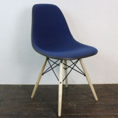 Superior Zoom Eames Herman Miller Side Chair Upholstered In Alexander Girard Blue  Cross Hatch Fabric ...
