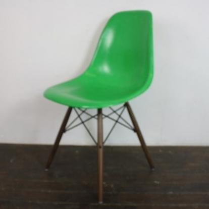Eames Herman Miller DSW Side Chair In Kelly Green