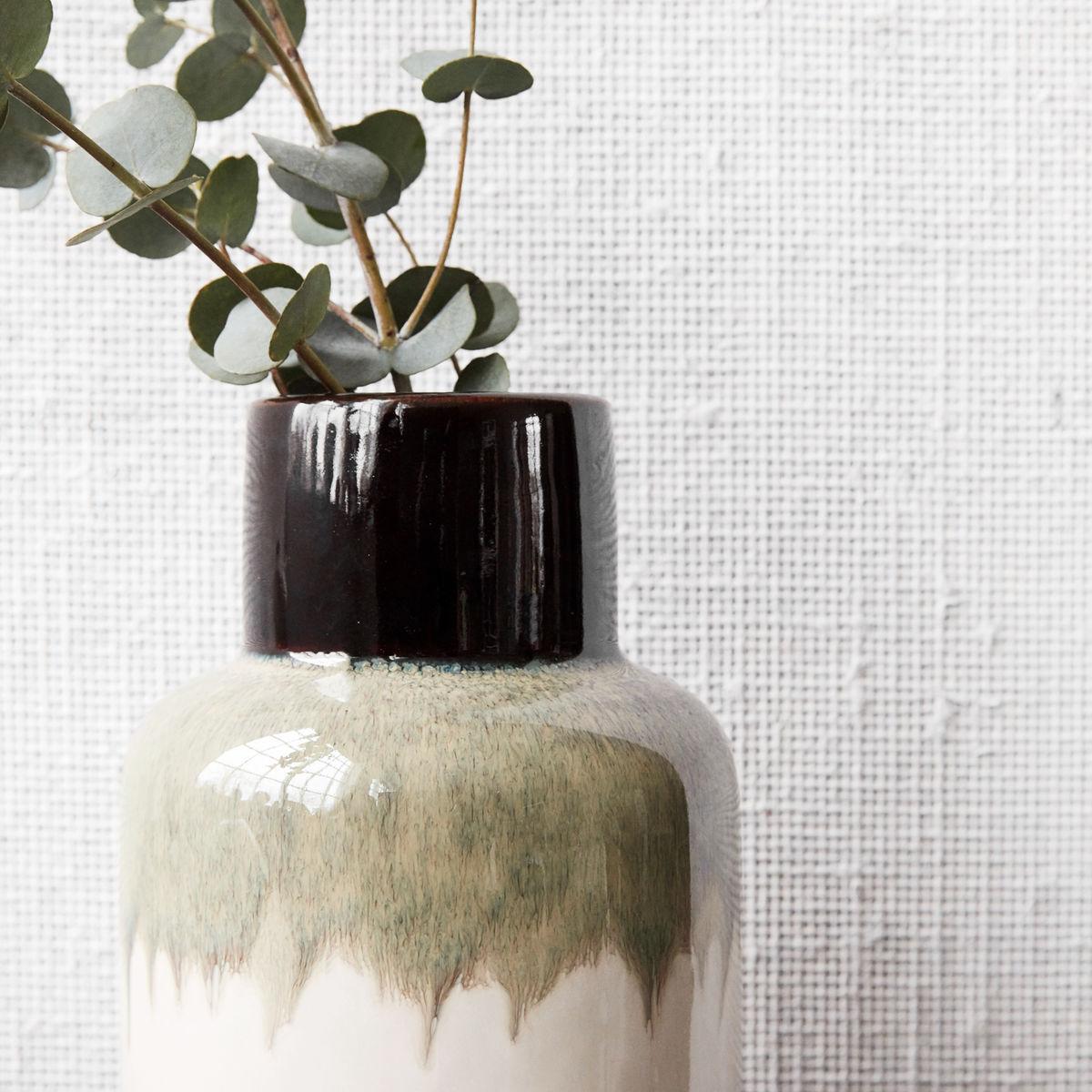 Ruka mocha vase close up